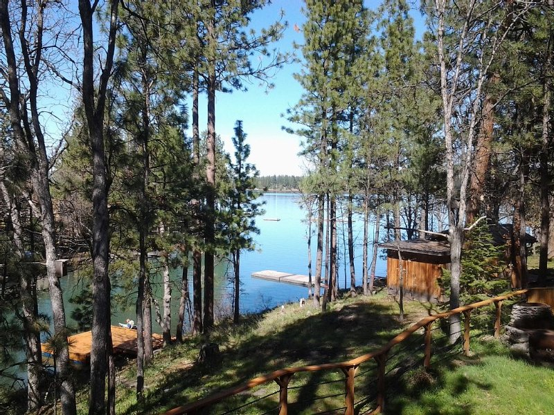 Hot tub, Wi Fi, Pets OK on the canal nice view of reservoir year round-, casa vacanza a Tygh Valley