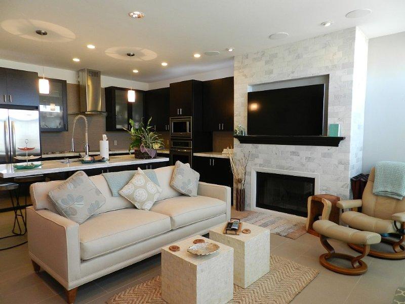 European Luxury In A Beachfront Condo Equally Romantic And Family-Friendly, casa vacanza a Watsonville