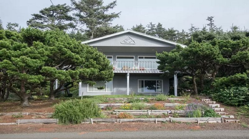 Great Ocean View Above Tsunami Zone. Quiet Private Road., holiday rental in Cape Meares