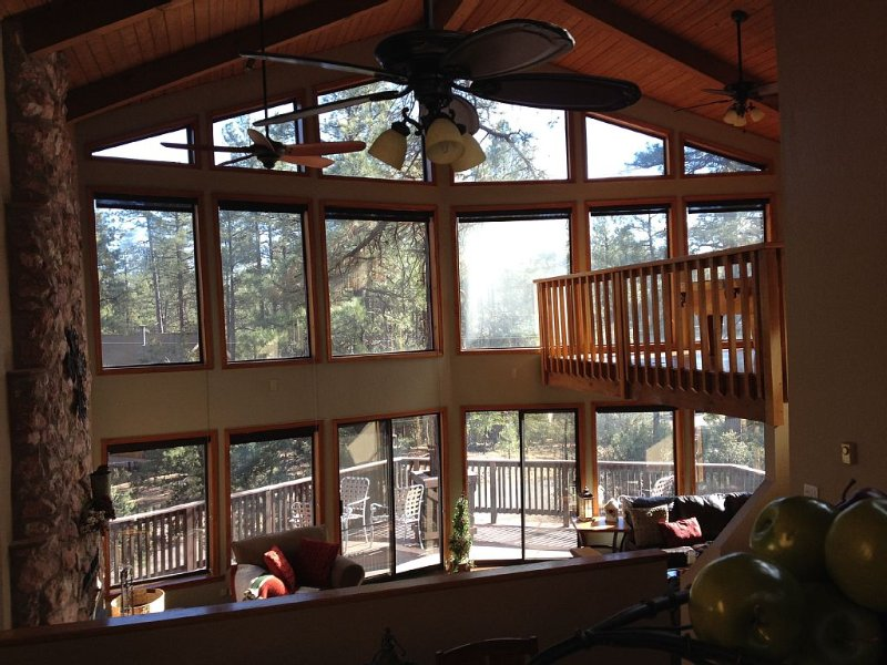 Elegant Mountain Cabin Retreat, vacation rental in Pine