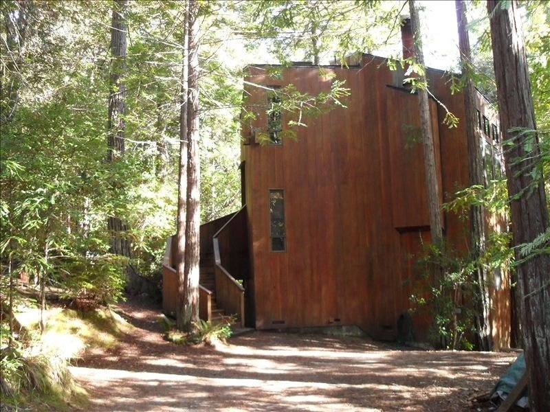 Dog-Friendly, Secluded Redwoods Getaway With Private Hot Tub – semesterbostad i The Sea Ranch