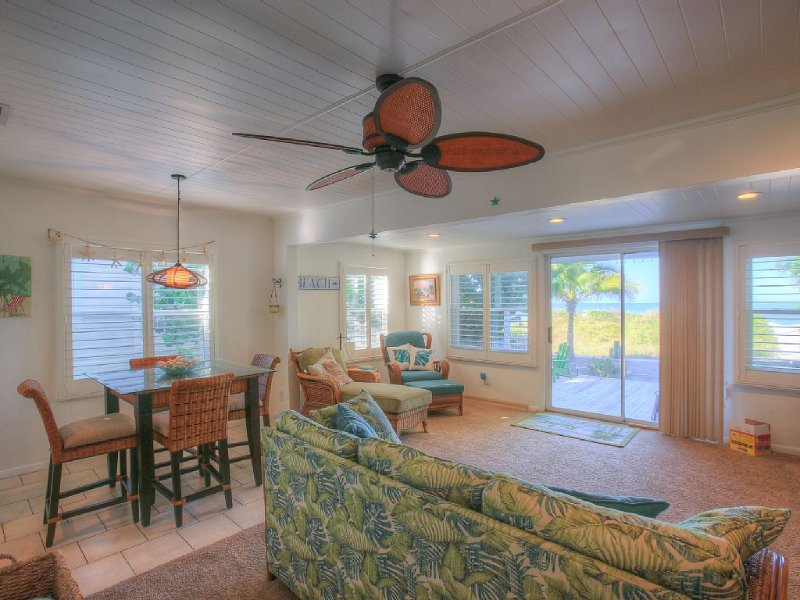 Tiffany Cottages - large cottage and smaller bungalow on property a, holiday rental in Indian Rocks Beach