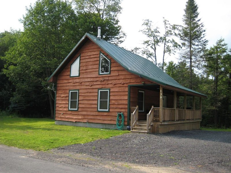 The Lake Effect Lodge, holiday rental in Orwell