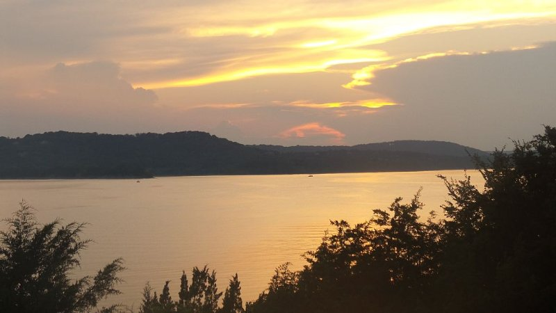 Relax In Luxury On Table Rock Lake, Close To Branson, holiday rental in Hollister