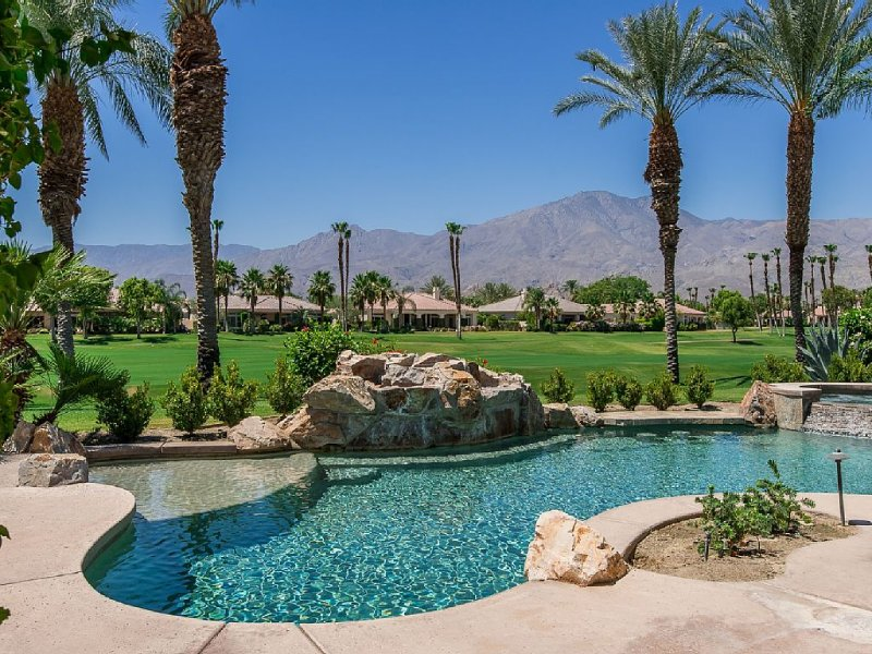 Enjoy Luxury w/Family & Friends, Huge Home w/Grand Views - Mtns./Golf, Fire Pit!, casa vacanza a Mecca