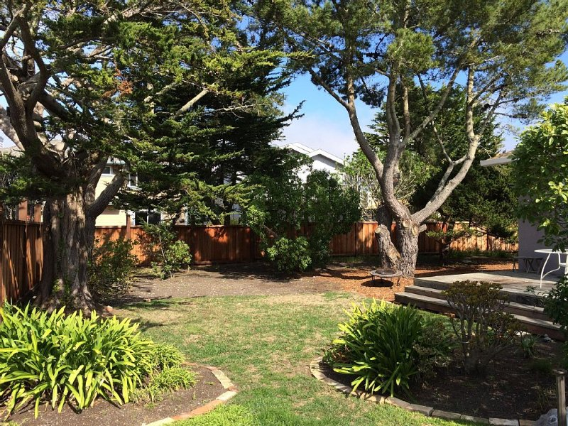 Close To Beach/ Bluffs/ Trails/ Biking/ Surfing And Minutes From Downtown, vacation rental in El Granada