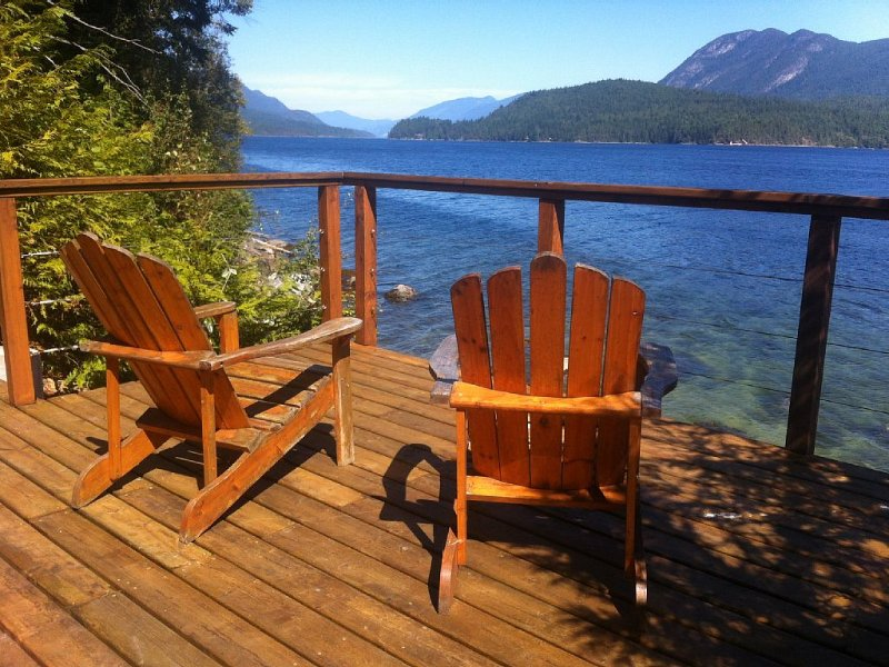 Ocean Front, Spectacular Views, Minutes From Sechelt, a Sunshine Coast Hub!, vacation rental in Sechelt