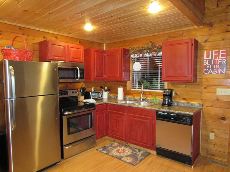 Cabin in the Smokies-Great cabin  King Bed HotTub Fireplace., vacation rental in Gatlinburg
