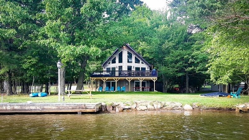 Sunshine Chalet: a perfect lakefront getaway! - SPRING SALE (details in listing), holiday rental in DuBois