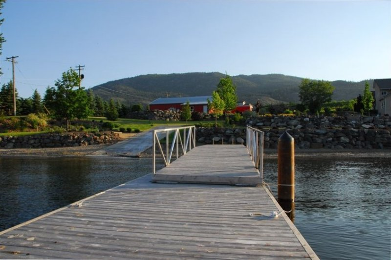 Private Lakefront Home Osoyoos, holiday rental in Osoyoos
