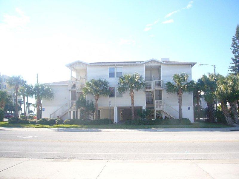 Condo - Beachside Villa 1500 Gulf Blvd. IRB 2 br 2 ba (sleeps 6 ), casa vacanza a Indian Rocks Beach