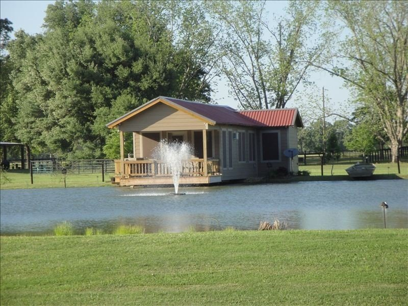 Cajun Pondside Cabin - Veteran Owned - in the heart of Acadiana, holiday rental in Breaux Bridge