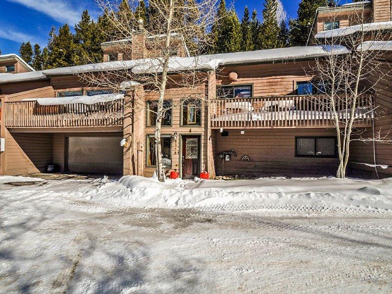 UPDATED THROUGHOUT 4 bedroom 3 1/2 bath Eagle Ridge Townhome (Warrior's Mark), vacation rental in Breckenridge