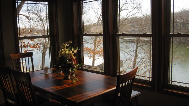 Swim, Boat, Fish or just Relax at the beautiful Lake of the Ozarks, vacation rental in Sunrise Beach