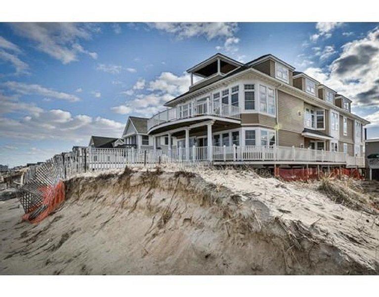 Ocean Front Luxury 3 Bedroom Condo Sleeps 6 Chefs Kitchen, Amazing Views!