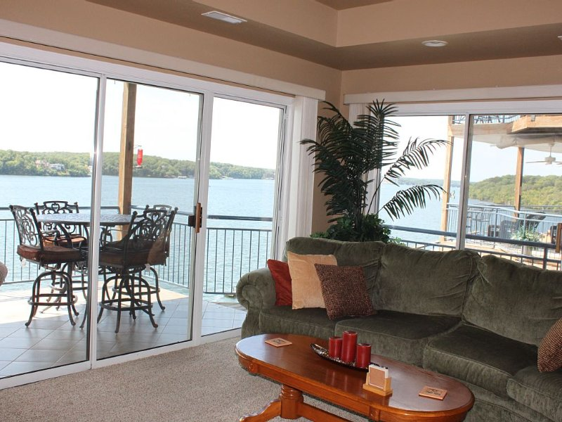 Palisades Point- Lakefront Escape!  High-end Condo with Million Dollar View!!, holiday rental in Lake Ozark