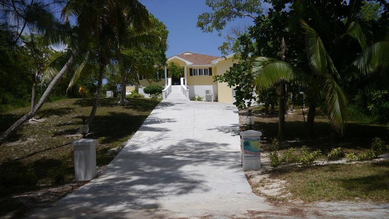 Barefoot Beach Villa.....Paradise on Earth, location de vacances à Eleuthera
