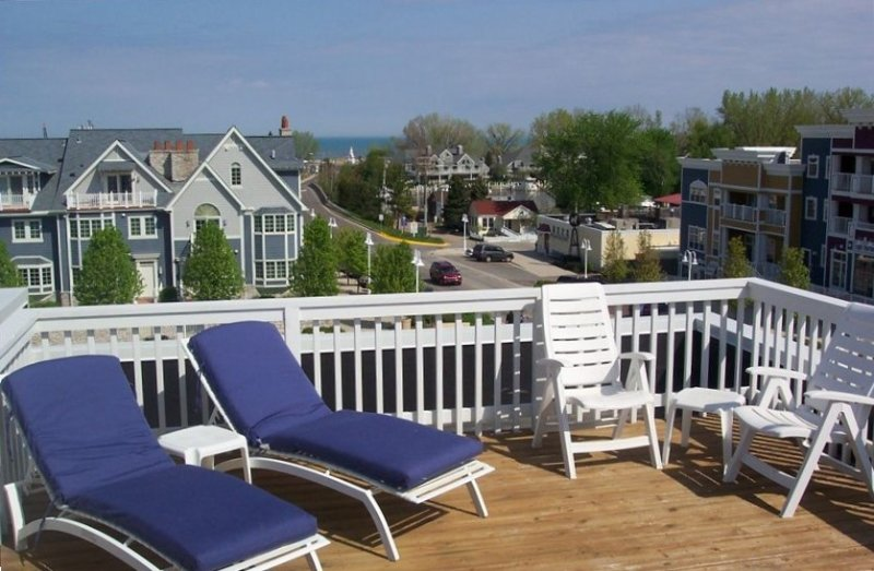 Newer Townhome Only Steps to Pool, Restaurants, Beach, Marina!, alquiler de vacaciones en New Buffalo