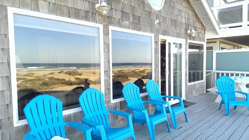 Oceanfront Summer Fun 1~ SLEEPS 10, holiday rental in Oceano