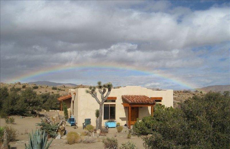 Your Own Private 22-Acre Park and Wildlife Sanctuary, Luxurious High Desert Eden, aluguéis de temporada em California Desert