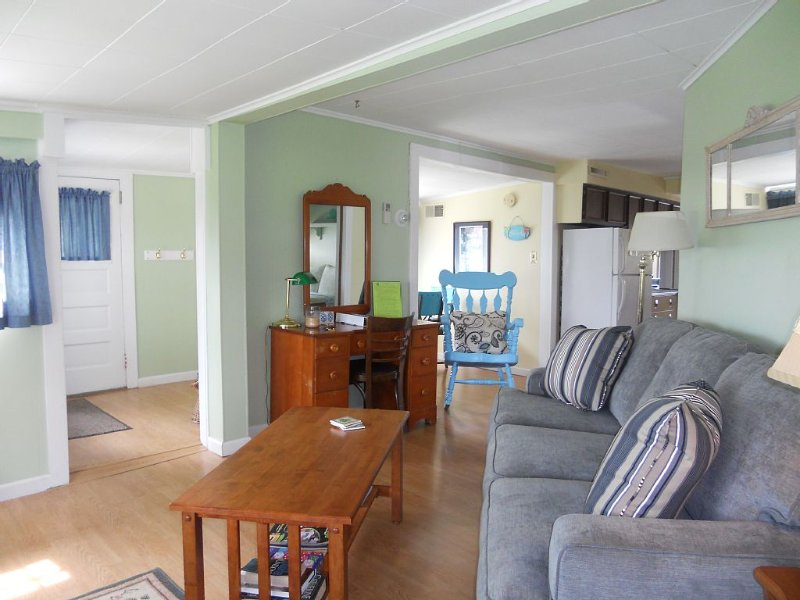 Chautauqua Lakefront Cottage- Low Boat Traffic Bay, vacation rental in Chautauqua County