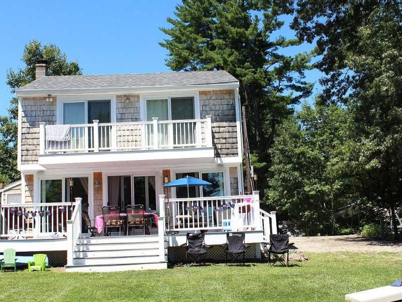 Beautiful Lakefront 3b/ 2b updated home within an hour from Boston, aluguéis de temporada em West Newbury