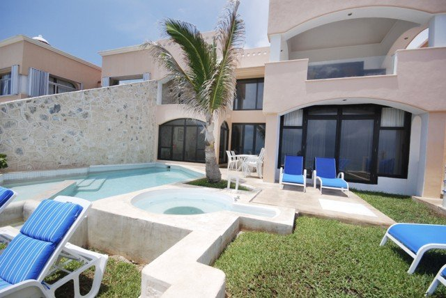 Gorgeous 5/5 Oceanfront Home with private pool!, alquiler de vacaciones en Puerto Aventuras