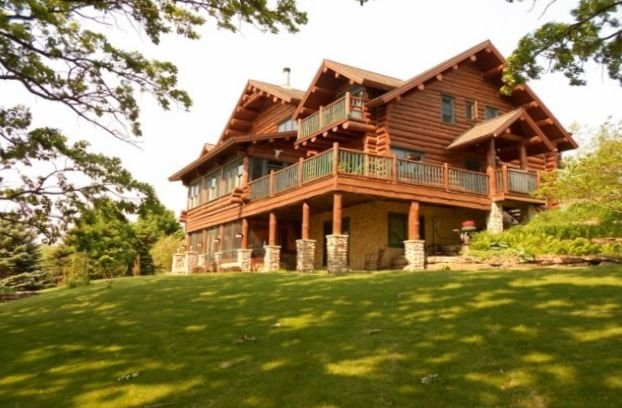 Rustic Luxury Awaits In This Beautiful Full Log Lodge On 44 Private Acres, location de vacances à Mineral Point