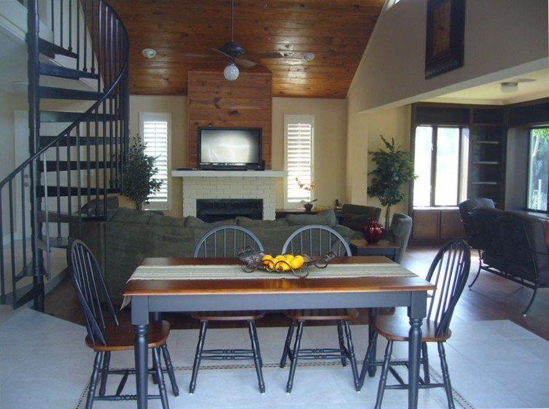 Cozy Lakefront Home with Heated Pool and Minutes to the Beach, holiday rental in Naples