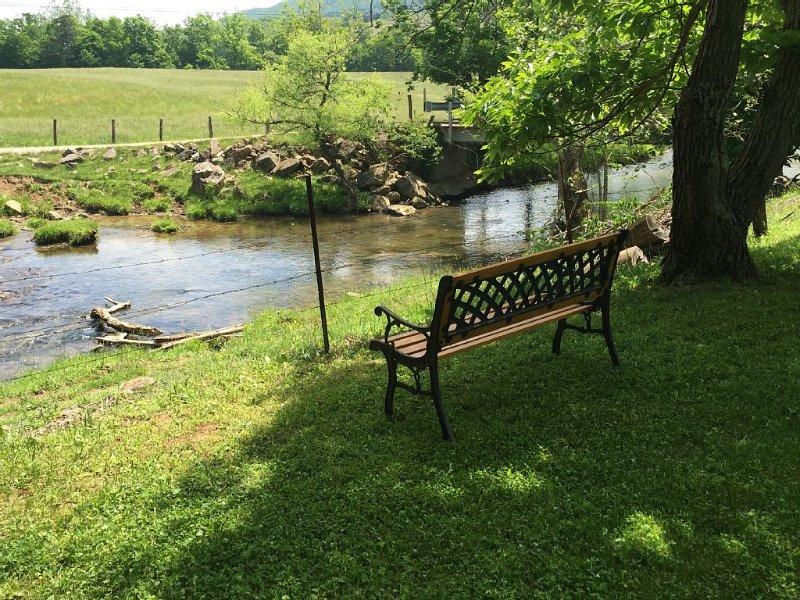Looking for a Country Getaway – Close to Virginia Tech? Big Fenced Yard for Pets, location de vacances à Radford