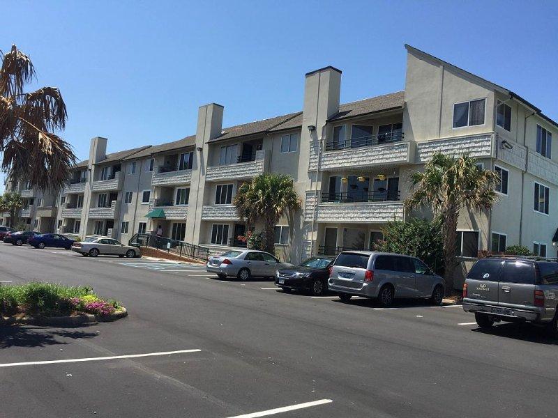 Luxury Condo, Prime location 1.5 Blocks From Ocean, Handicap Access, alquiler de vacaciones en Virginia Beach