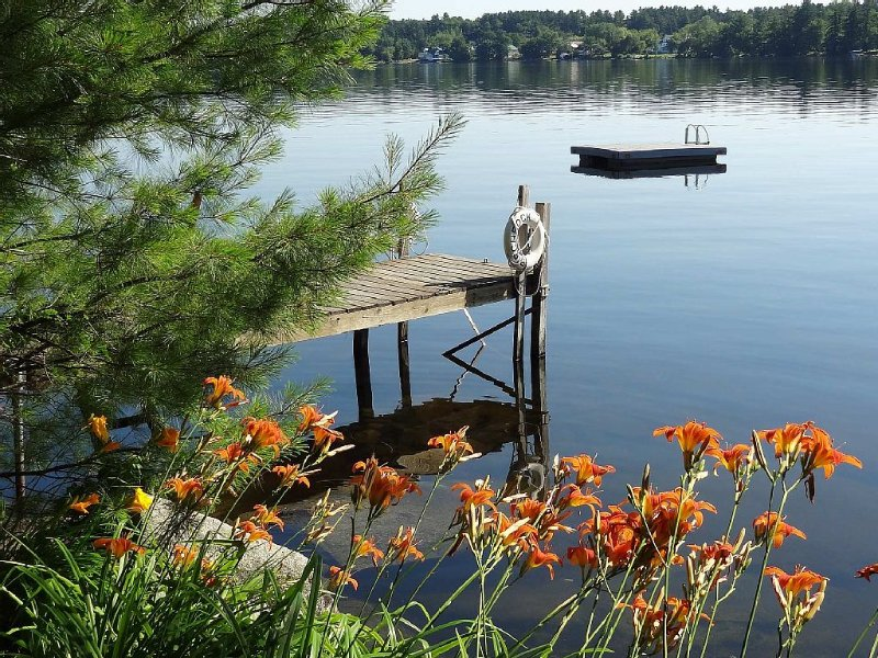 Lakefront Classic Maine Cottage, Private, Family-friendly, 5 Br, On Quiet Lake, holiday rental in Madison