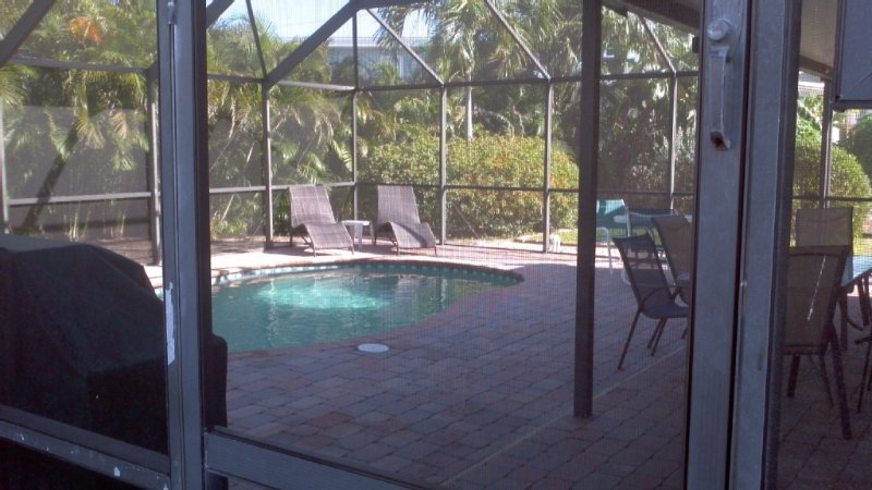 Large Home with Direct Beach Access  from $2000/Week, vacation rental in Fort Myers Beach