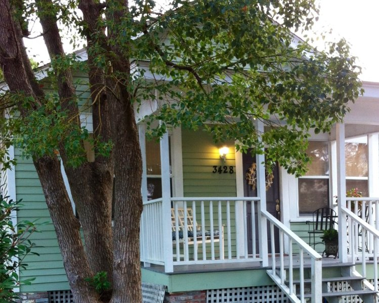 The Sea Turtle Cottage.  Quaint, historic and steps from the gulf! – semesterbostad i Gulfport