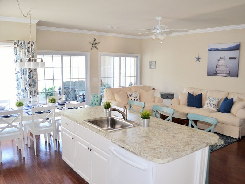 5 BD/4.5 BA - 4 Master Suites -Welcome to SERENITY NOW! Beach, Pools & Tennis!, location de vacances à Rehoboth Beach