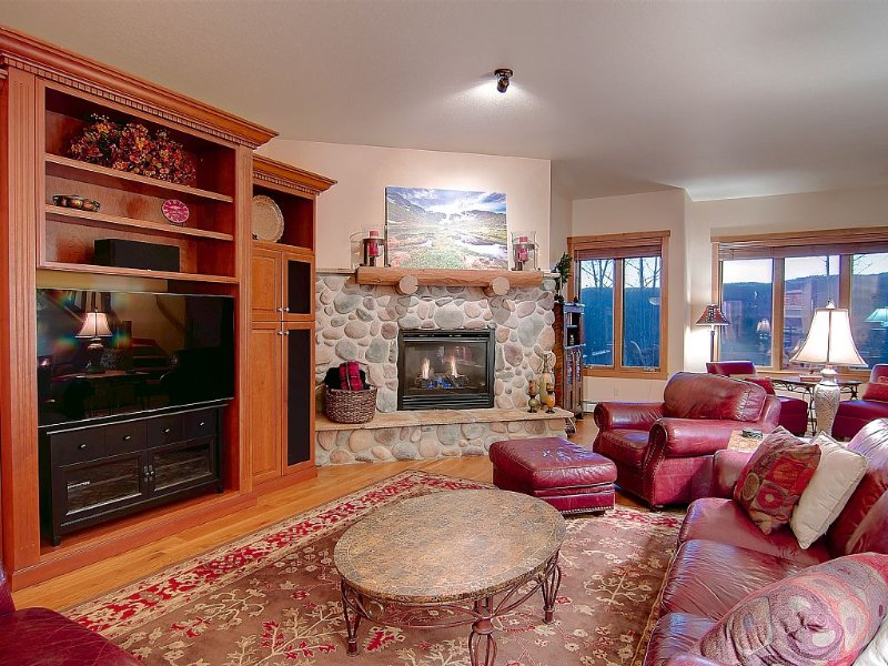 Beautiful Mountain Townhome Retreat – Free Shuttle To Mountain, alquiler de vacaciones en Steamboat Springs