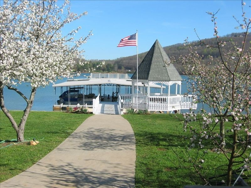 Townhouse on Beautiful Lake Chatuge...with WiFi, vacation rental in Young Harris