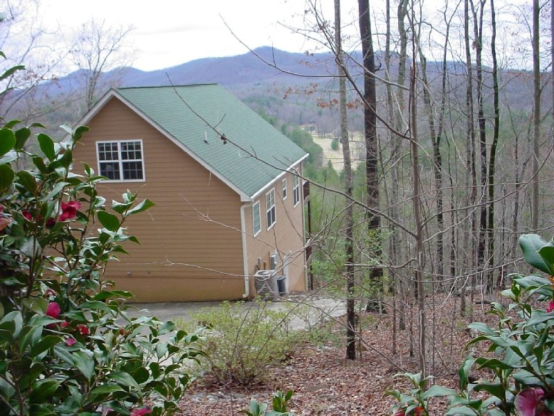 four bedroom mountain home with two decks and spectacular views, vacation rental in Pickens