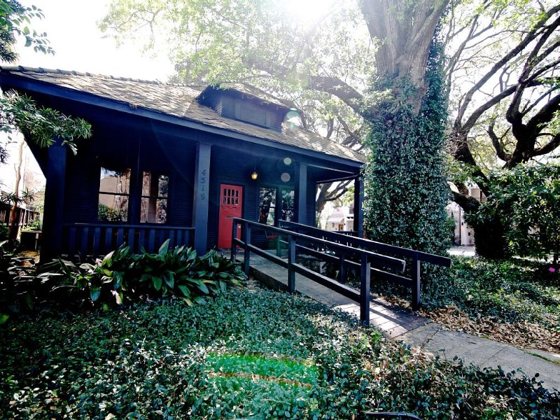 Quaint 1920's home w/ unique charm., vacation rental in Houston