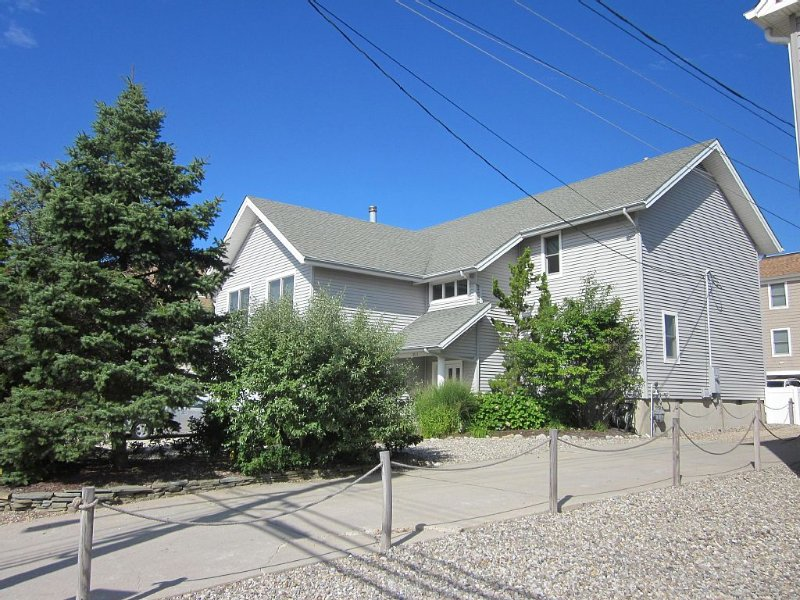 Beach Block Rental - Ocean/Beach Out Your Back Door. Great Location At Beach!!!, alquiler de vacaciones en Point Pleasant
