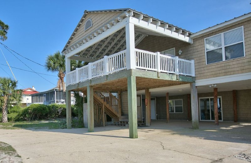 6 Bedroom Beach House with POOL!! Gulf Front with 300' Dock on Bay, alquiler vacacional en Panacea