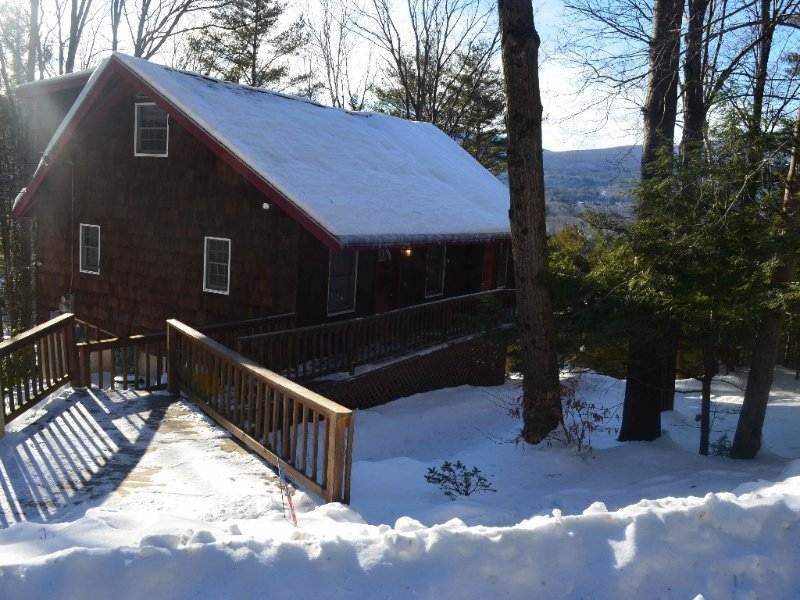Charming & Affordable Home with Spectacular Mtn Views!! – semesterbostad i Ludlow