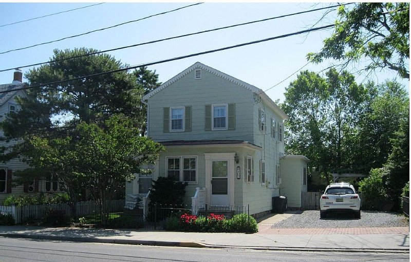 FAMILY-FRIENDLY, CLOSE To Beach, Shops, Restaurants - Room For Entire Family!!!!, holiday rental in Cape May