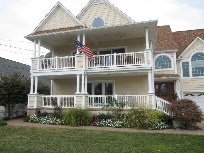 1st FLOOR Family Home on quiet street short walk to beach,restaurants & shopping, holiday rental in Cape May