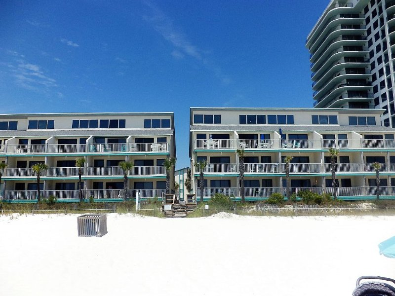 Best priced 2BR on the beach & pool-front in PCB!, alquiler de vacaciones en Panama City Beach