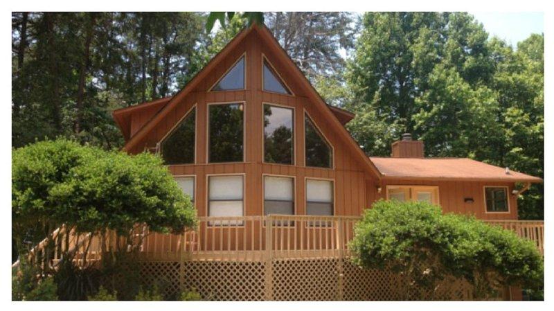 Beautiful Lake Lanier Getaway - Hall County Licensed - License #BUS-0033073, location de vacances à Gillsville
