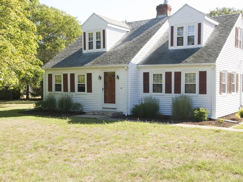 Escape The Commotion - Relax By The Ocean, holiday rental in West Yarmouth