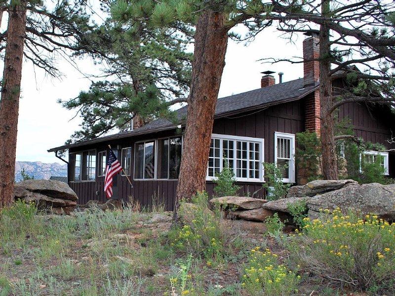 Classic Estes Park Cabin near Rocky Mountain National Park, vacation rental in Estes Park