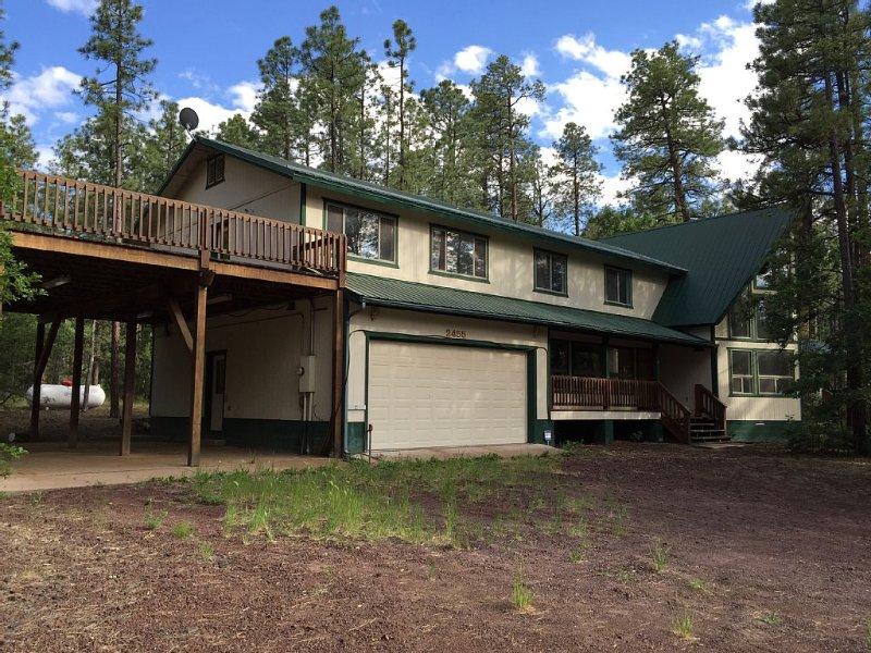 Beautiful Quiet Mountain Cabin For Large Groups, alquiler vacacional en Pinetop-Lakeside