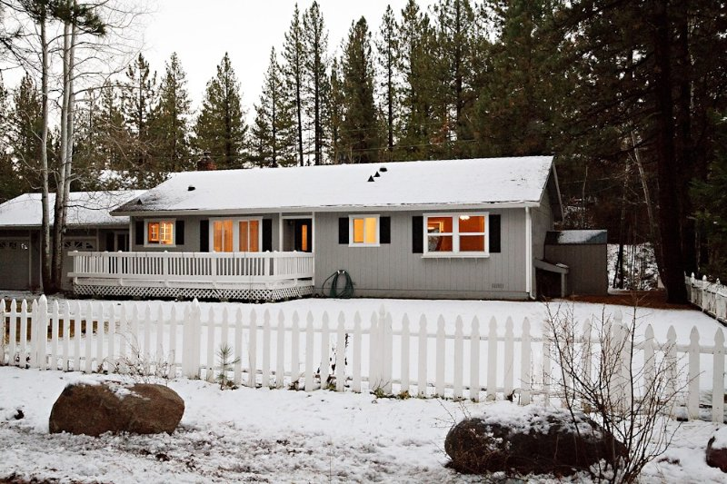 Family Friendly Home w/Large Yard Close to Northstar and downtown Truckee, holiday rental in Truckee